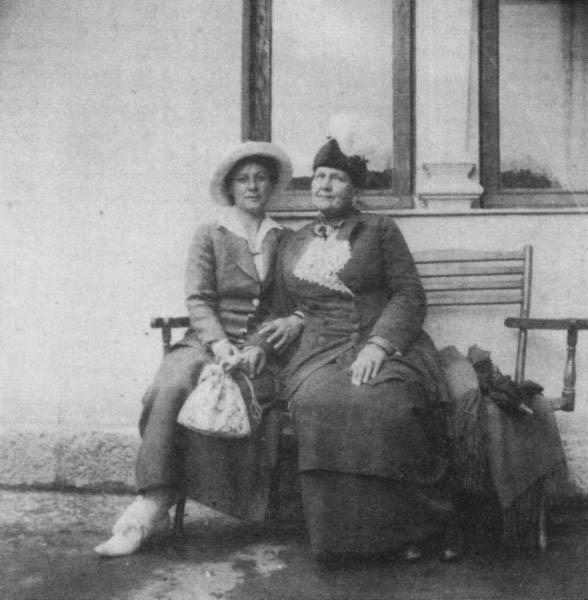 Л.В. Головина (справа)
